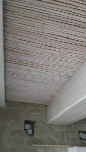 Επιπλα ξενοδοχείου : ξύλινη κατασκευή επένδυση οροφής