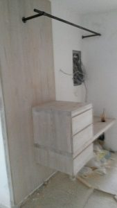 Επιπλα ξενοδοχείου : ξύλινη κατασκευή συρταριέρα