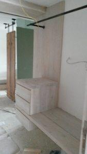 Επιπλα ξενοδοχείου : ξύλινη κατασκευή συρταριέρα-2