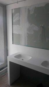 Επιπλο μπάνιου και νεροχύτης από corian