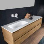 Νεροχύτης μπάνιου με ντουλάπια και πάγκο corian