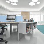 Επιπλα γραφείο σε χρώμα γκρι και θαλασσί: με ανοιχτά ντουλάπια - ράφια