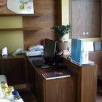 Επιπλα καταστημάτων: Γραφείο ρεσεψιον ινστιτούτου αισθητικής