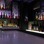 Επιπλα καταστημάτων: Επιπλα bar - μπαράκι πάγκος και ράφια και κρυφοί φωτισμοί