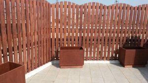 Ξύλινες κατασκευές χωρίσματα και ζαρτινιέρες