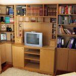 Επιπλο τηλεόρασης βιβλιοθήκη σε οικία ιδιώτη