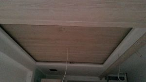Ξύλινο ταβάνι ειδική κατασκευή με κρυφούς φωτισμούς