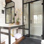 Επιπλο νεροχύτη μπάνιου με μεταλλικό σκελετό και ξύλο