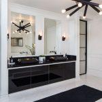 Μοντέρνο μπάνιο σε μαύρο και λευκό