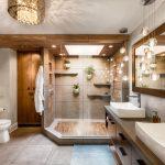 Μοντέρνο μπάνιο με συνδιασμού ξύλου και λευκού χρώματος