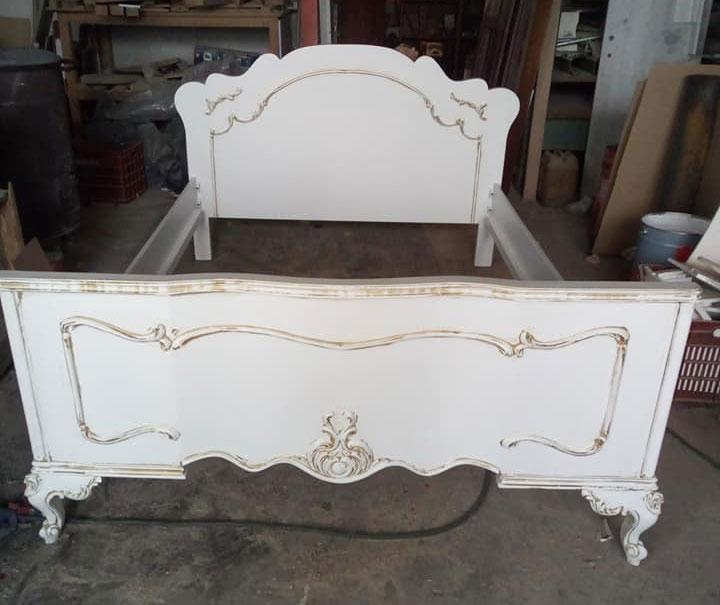 Αναπαλαίωση κρεβατιού σε λευκό και χρυσό χρώμα