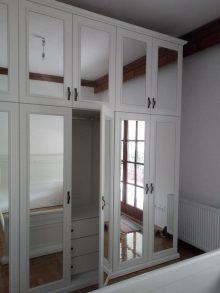 Κατασκευή ντουλάπας με καθρέπτες και πατάρι