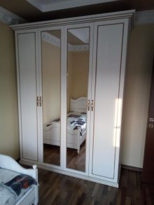 Κατασκευή ντουλάπας τετράφυλλης με καθρέπτες