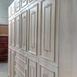Κατασκευή ντουλάπας από κόντρα πλακέ θαλάσσης με επένδυση Ελληνικής καρυδιάς και χειροποίητα σκαλίσματα