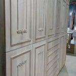 Κατασκευή ντουλάπας από κόντρα πλακέ θαλάσσης με επένδυση Ελληνικής καρυδιάς και χειροποίητα σκαλίσματα 05